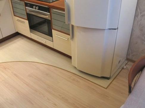 Что выбрать на пол в кухню - плитку или ламинат?
