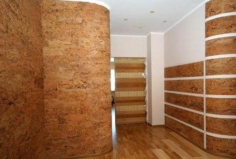 Фотогалерея: обои в интерьере прихожей – бамбуковые, пробковые и их комбинирование