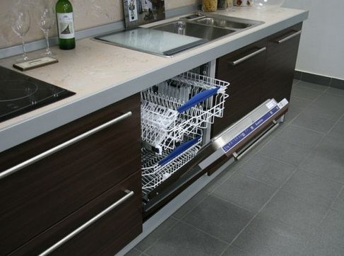Размещение посудомойки на кухне: сложно, но возможно