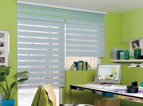 Рулонные шторы в интерьере кухни: разновидности, особенности, преимущества